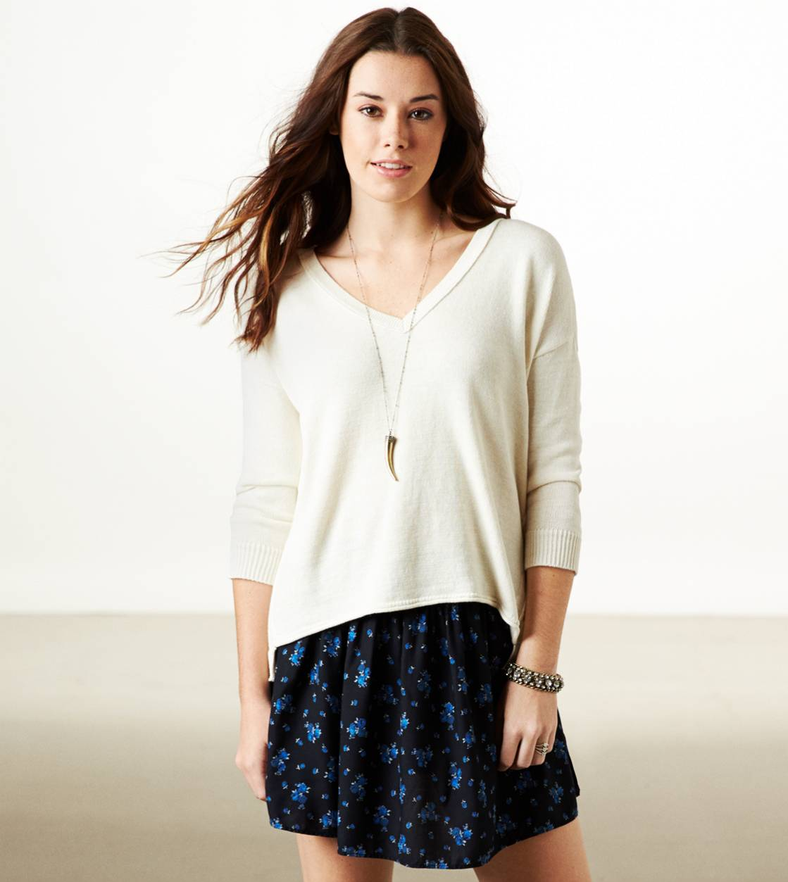 Cream AE Easy V-Neck Sweater