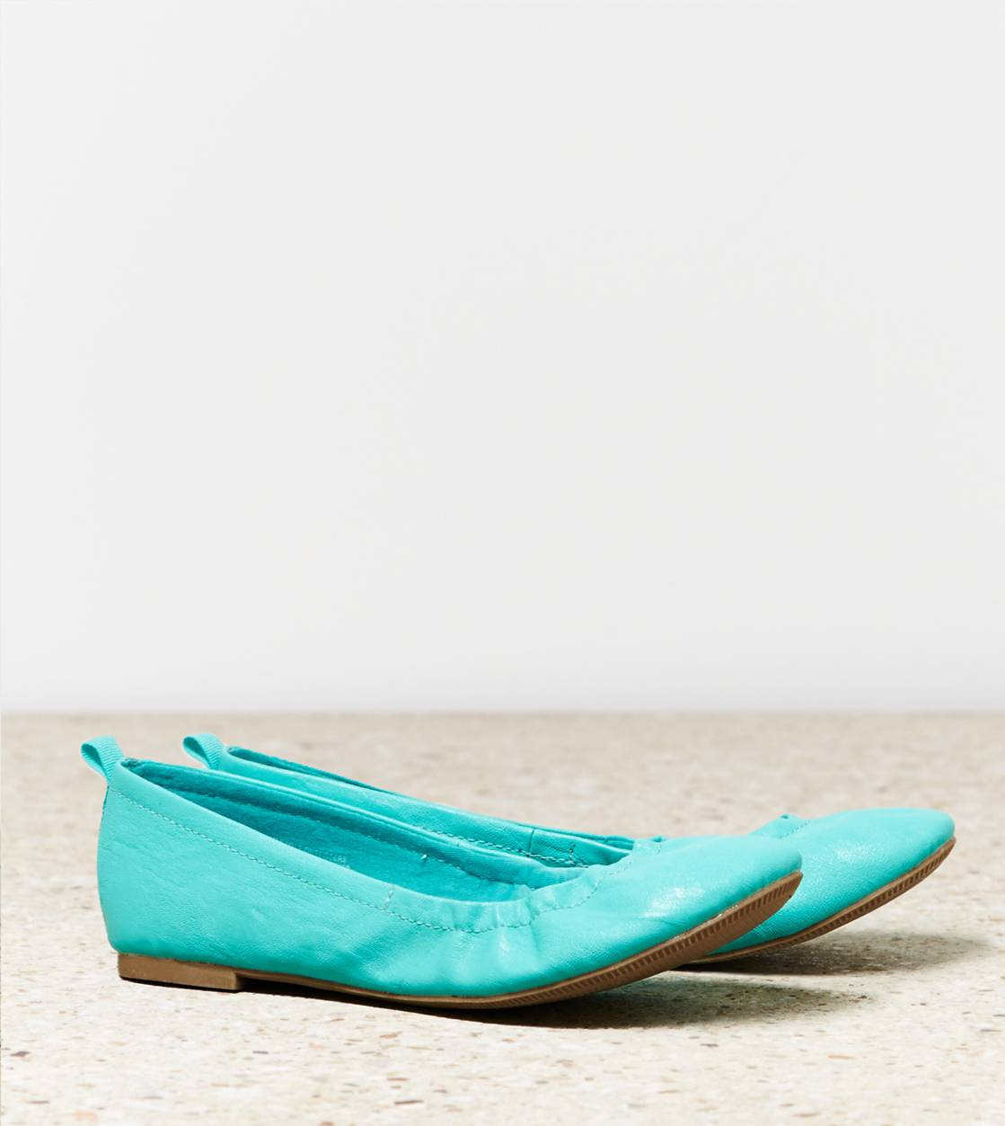 Lookbook Green AEO Scrunched Ballet Flat