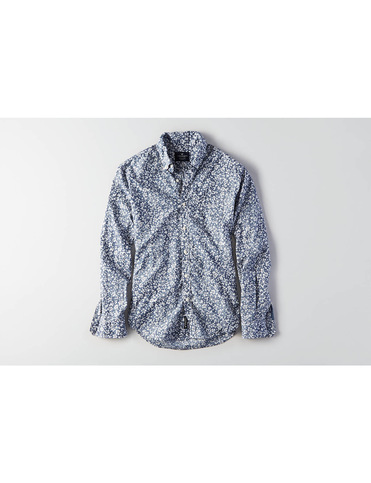 Display product reviews for AEO Indigo Print Button Down Shirt