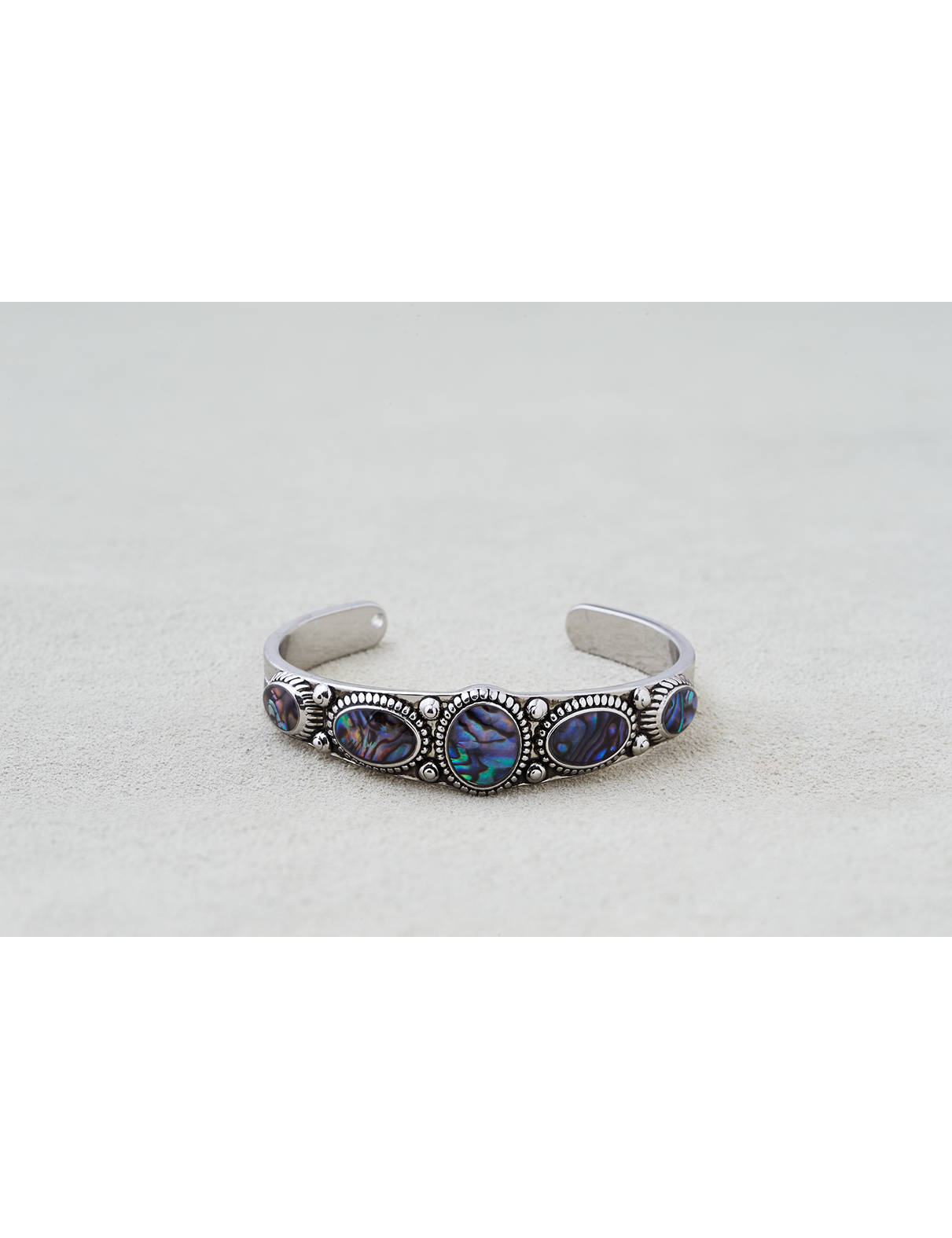 Display product reviews for AEO Abalone Stones Cuff