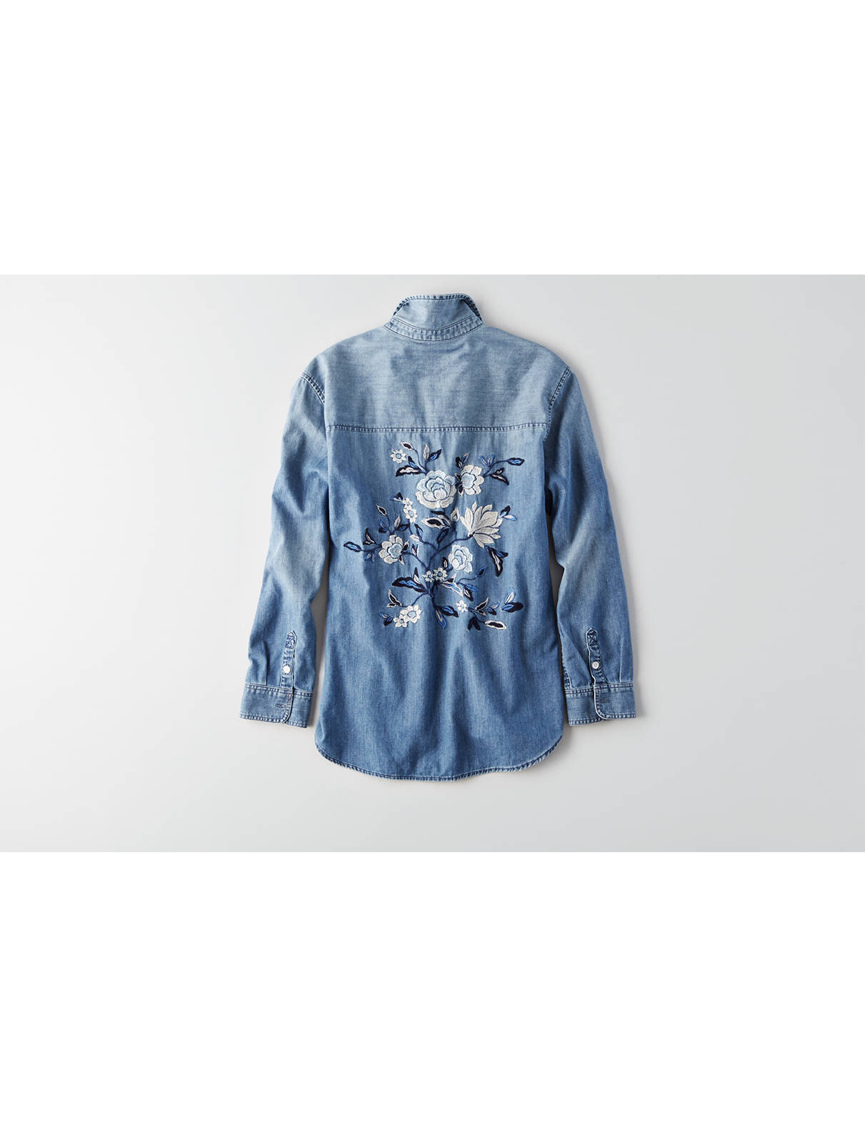 Display product reviews for AEO Embroidered Denim Shirt