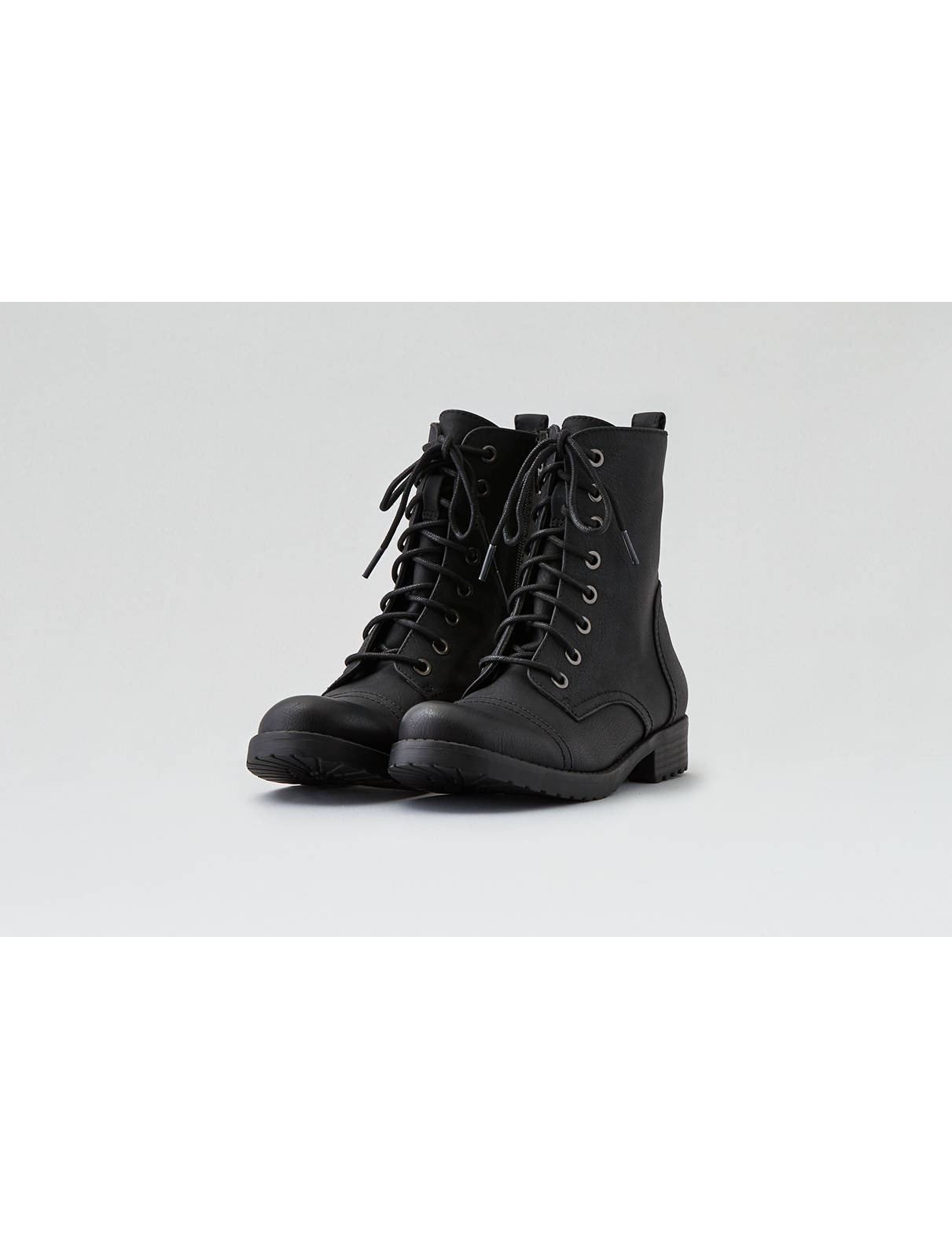 Display product reviews for AEO Lace-Up Boot